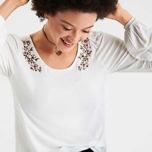 NWT American Eagle Soft & Sexy embroidered tee
